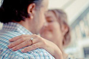 כיצד לנקות את טבעת האירוסין שלכם