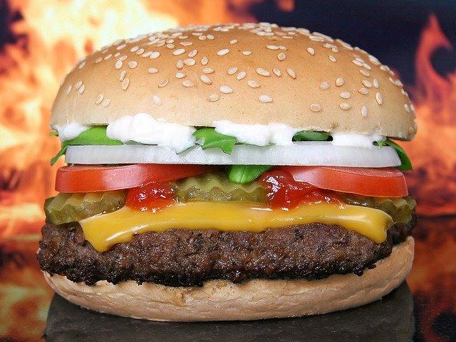 האם הייתם אוכלים המבורגר עם תוספת של טרנטולה?
