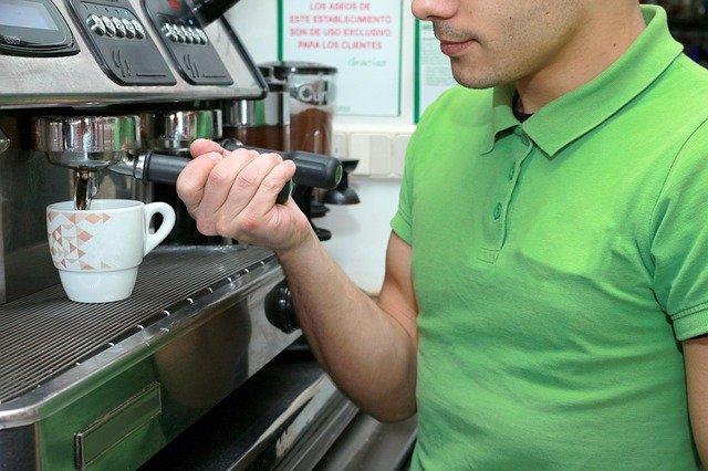 פנקו את הלקוחות והעובדים שלכם עם עגלת קפה